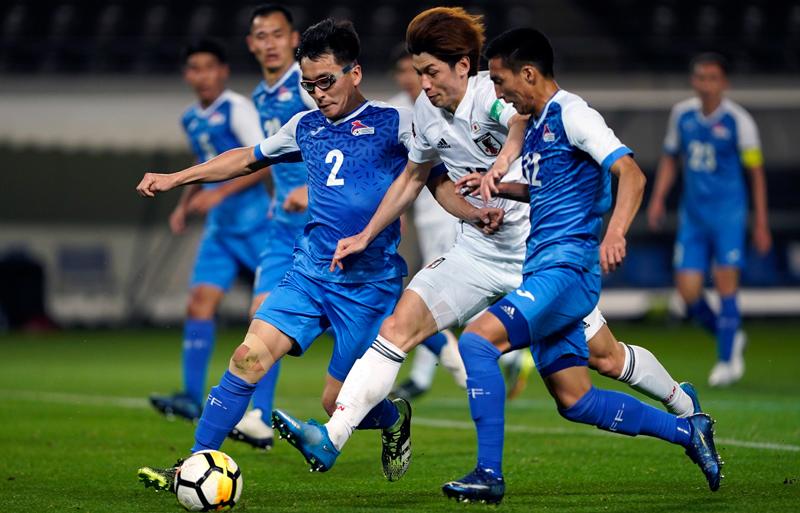 ボールをキープする日本代表大迫